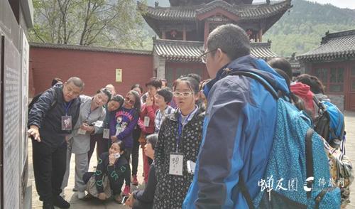 资深佛旅领队纳木错为团友讲解五台山的历史文化渊源