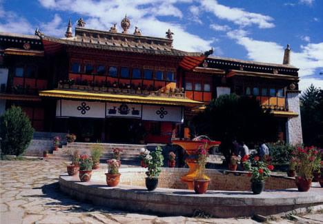 中国旅游日峨眉山三天半价迎客