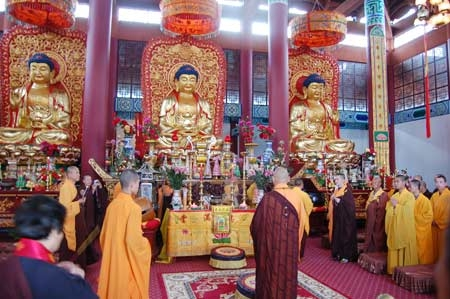 西藏扎什伦布寺举行盛大展佛活动