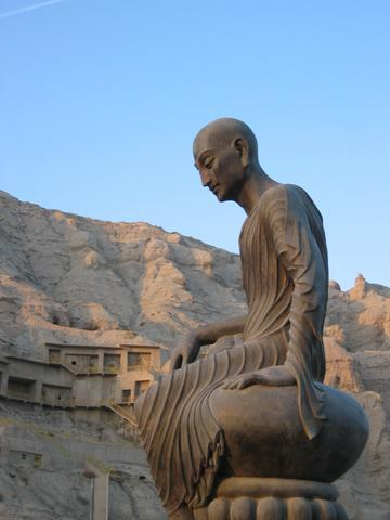 龟兹鸠摩罗什塑像