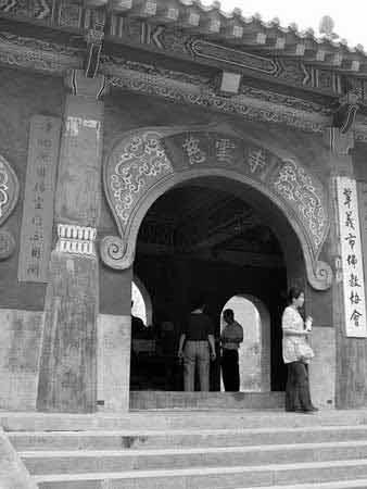 穿越中国奉献爱:杭州云林基金捐百万助学新疆喀什