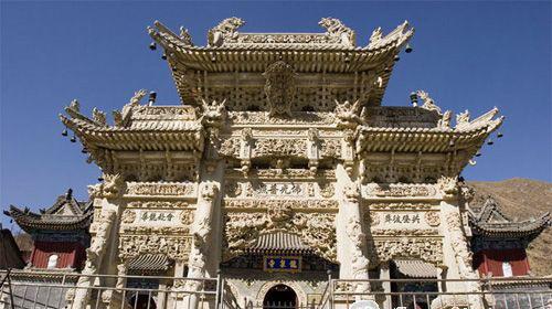 山西五台山龙泉寺新立十二通石碑 为其增添色彩