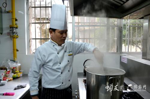 广州素食学校奉粥