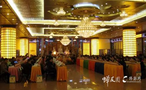 梅州千佛塔寺冬令营:阅藏、素食讲座与感恩