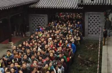 """古刹银杏树爆红后 1400年寺庙被网友""""攻陷"""""""