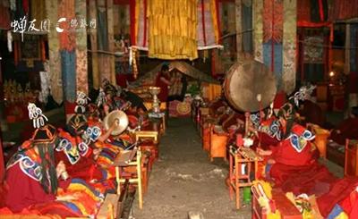 扎什伦布寺措钦大殿 供奉着天葬石
