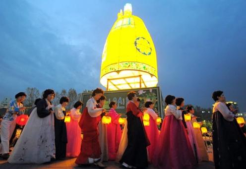 韩国习俗:诵经、法会、游园赏灯
