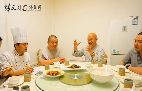 道法法师为素食厨艺创业班学员考核作品点评
