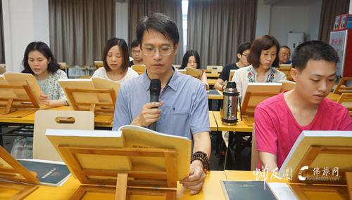 阅藏义工学习组候师兄和佘师兄领读