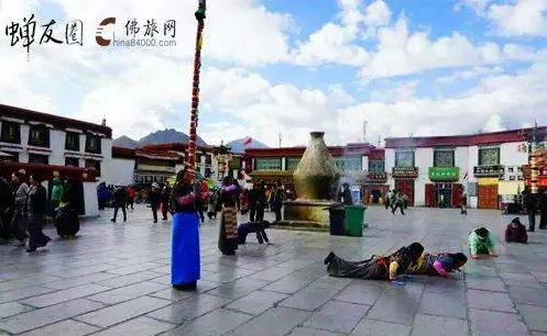 大昭寺广场绕佛与拜佛的虔诚身影(蝉友圈2012年西藏朝圣)