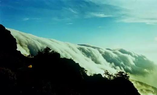 梵净山瀑布云