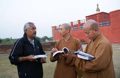 探寻佛陀落地石足印 阿育王亲立石柱为证