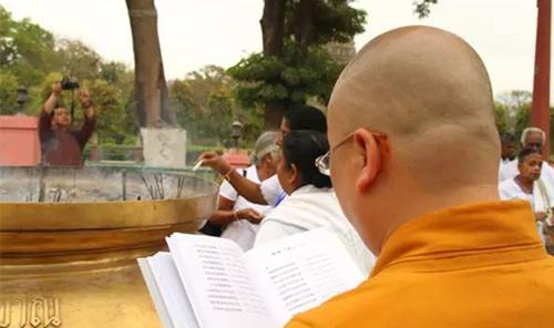 永不停息的转经轮 和上师去印度朝圣