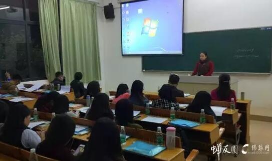 广州蝉友圈国旅万智尉上台介绍蝉友圈国旅的历史