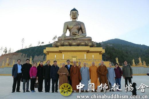 21日下午,代表团一行参观释迦牟尼大佛像