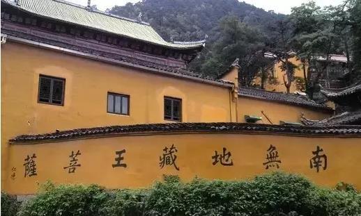 九华山的建筑是典型的徽派建筑|九华山朝圣