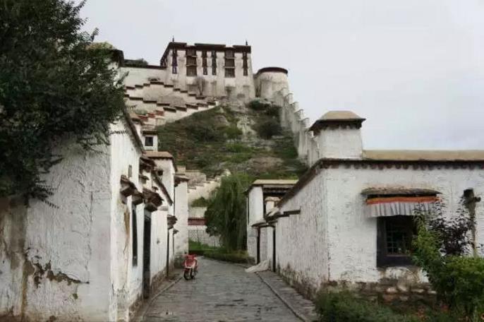 西藏建筑,神性和人性精神殿堂|西藏朝圣