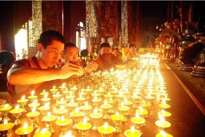 西藏藏地节日之酥油花灯节|西藏佛教旅游