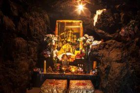 文殊洞:据传文殊菩萨曾于洞中修行