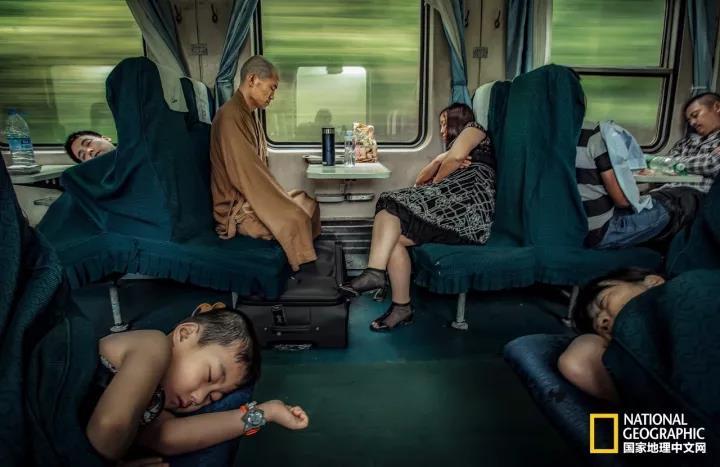 一张照片感动世界:《僧侣的姿态》荣获美国全球摄影大奖