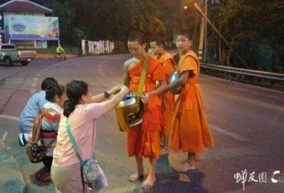 十月泰国游学回顾:感受佛陀时代原始的修行方法 体验泰国素食文化的魅力(视频)