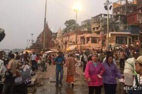 印度朝圣:恒河上的「阿弥陀佛」