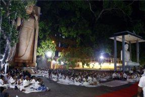 斯里兰卡总理亲自诵经,举国上下为中国祈福!