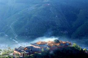 五台山: 文殊菩萨圣迹随处可见