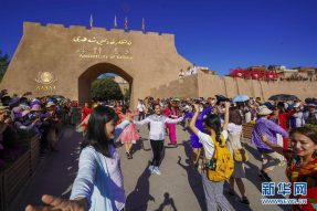 夜游喀什古城 留在最美的时光里  佛旅网 佛教旅游 佛教圣地 佛旅领队 佛教导游